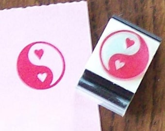 Xmas in July Yin Yang Symbol with Hearts Rubber Stamp 008