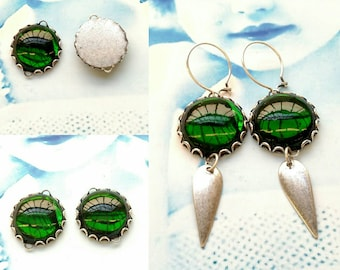 Vintage Glass Emerald Green Foil Back 20mm Cabochons in Sterling Silver Ox Lace Edge Settings 541SOX x2