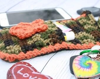 Crochet cross body purse, crochet purse, cell phone holder, camo purse, purse, smart phone holder, cross body bag, gift for her, under 20