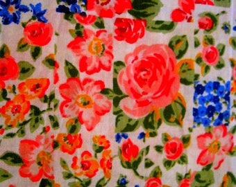 Pretty Vintage  Floral Fabric - Shabby Chic, Country Cottage,  Patchwork, Quilting Fabric  - French Florals, Stunning Rose Florals