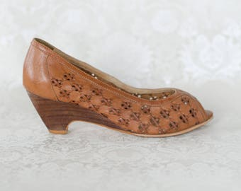 Woven Light Brown Leather Wedge Heel Peep Toe Shoes Sandals  Stacked Wooden Look Heel Size 6.5 - 7