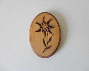VINTAGE 1994 carved wood flower WALL HANGING plaque