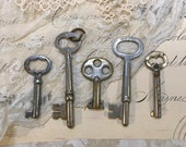 Vintage SKELETON Keys for Steampunk Found Object Art- Repurposed Jewelry Rustic Primitive Key Lot- A15
