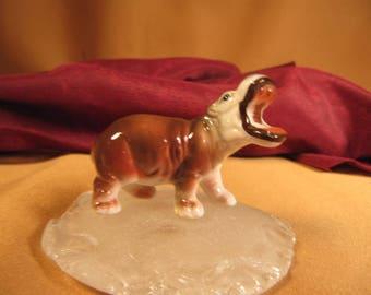 MINIATURE HIPPOPOTAMUS,Hippo figurine, 2 inch hippopotamus of Cermamic,1950 Hippopotamus of fine bone china,little ceramic Hippo, baby hippo