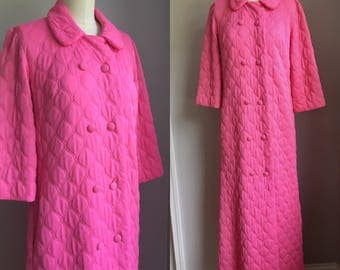 Vintage 1970s Pink Nylon Quilted Robe with pockets Size Small