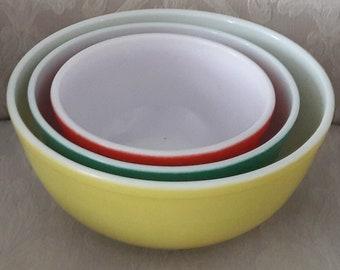 Vintage Pyrex Mixing Bowls set of 3