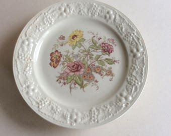 Vintage Set of Five Plates, Homer Laughlin
