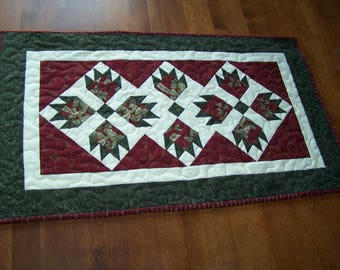Bear Paw Quilted table runner, Christmas, Red and Green