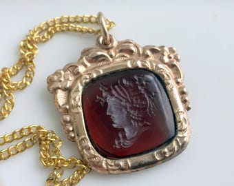 Vintage Art Nouveau Carved Amber Glass Cameo Pendant Necklace