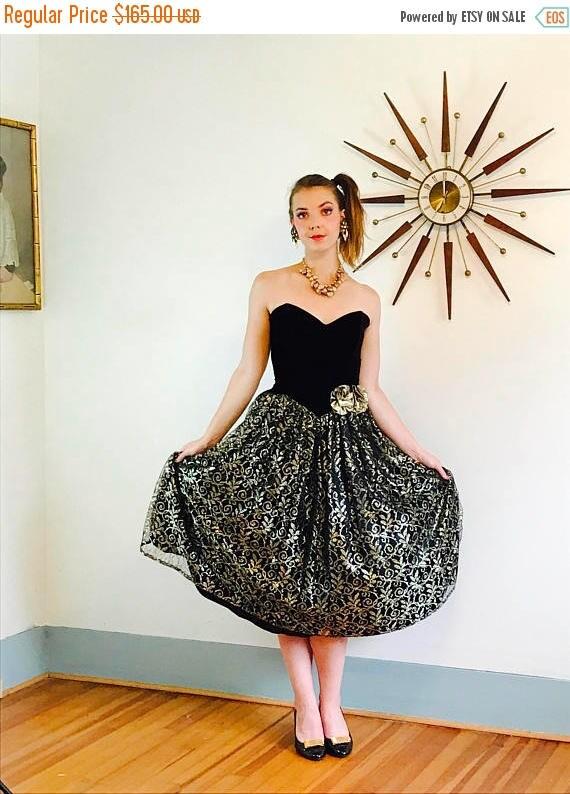 SALE 50% OFF Vintage 80s Gunne Sax Dress Black Velvet Puffy Full Metallic Gold Lace Netting Crinoline Strapless Cupcake Sweetheart Formal 19