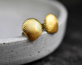 70s Vintage Seashell Earrings (VINOHR-41)