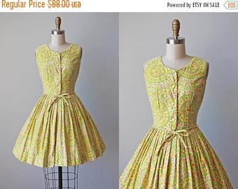 ON SALE 1950s Dress - Vintage 50s Dress - Vivid Floral Print Cotton Full Skirt Sundress XS - Garden Wheel Dress