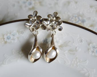 Silver and pearl flower post earrings, pearl earrings, pearl jewelry, flower jewelry