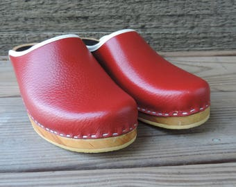 vintage wooden clogs swedish hasbeens style 1970s reddish brown wood bottom mules 8.5 NOS