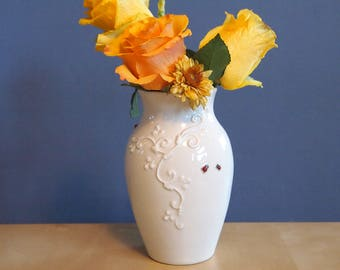 medium classical vase with ladybugs