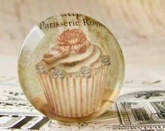 Distressed green cupcake, handmade glass cabochon, round 25mm cabochon, 1 inch circle, Bountiful Bakery collection, vintage kitchen, baking