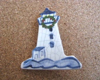 Blue & white Delft look Lighthouse brooch pin with holiday wreath