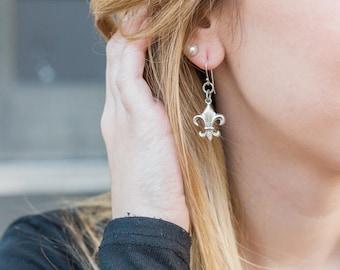 Silver Fleur de Lis Earrings, Simple Earrings, Fleur de Lis Jewelry, Silver Dangle Earrings, Metal Jewelry, Dangle Earrings, Gifts Under 30