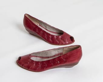 vintage leather peep toe wedges by Bandolino | women's bordeaux shoes size 9