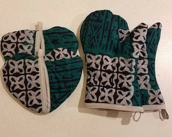 Tribal print kitenge 4 piece set...oven mitts and pot holders