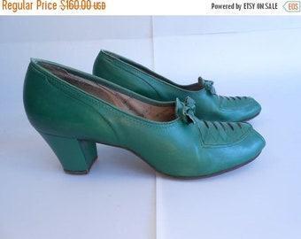 Anniversary Sale 35% Off As It All Winds Down - Vintage 1940s Emerald Green Leather Peep Toe Faux Lace Up Shoes - 7/7.5