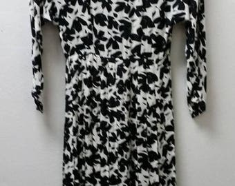 Clear Out Sale Ann Tjain for Kenar 2, Black and White Print Dress, Drop Waist with Pleats. Rayon, Size 2, #64023