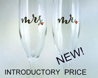 toasting flutes, swarovski crystal hearts, mr mrs, wedding champagne glasses with hand painted design