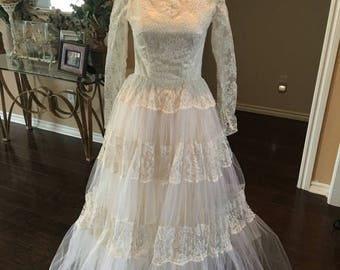 ON SALE NOW 70s Tulle and Lace wedding gown 0 Xs