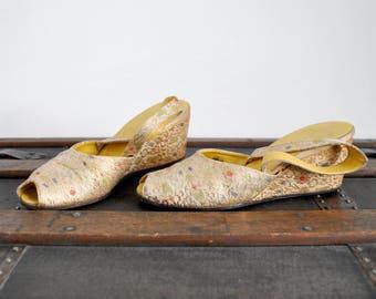 40's metallic mules. Size 6. 1940 gold shoes. Hostess mules. Peep toe. wedge.