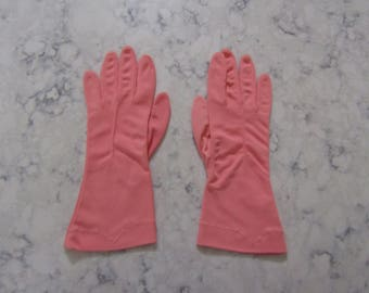 """VINTAGE 1950's KAYSER Bubble Gum Pink Nylon Wrist Length Gloves---9.5"""" long---Tagged Size 7 --Glove Auction #2070-0717"""