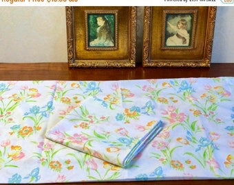 SALE Vintage 2 pillowcases remix bed sheets bedding retro linens fabric floral crafts fabric made in USA