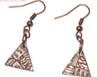 Unique modern triangles earrings, light copper, luminous reliefs, artisan creation