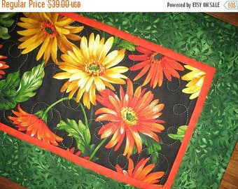 Sale Christmas in July Floral Table Runner, Gerbera Daisy, Summer, Fall Michael Miller, handmade, table runner quilted