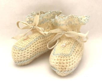 Vintage 1930s Baby Booties / 30s Hand Knit Ivory and Blue Crib Shoes