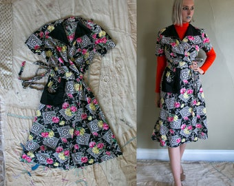 Vintage 1940's Peony Print Cotton Wrap Around Day Dress with Side Pocket, 40's Women's Dress, Flower Printed Dress, House Day Dress