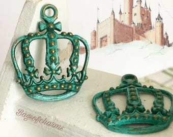 Handpainted Verdigris Patina Crown Charms (18047) - 34x27mm