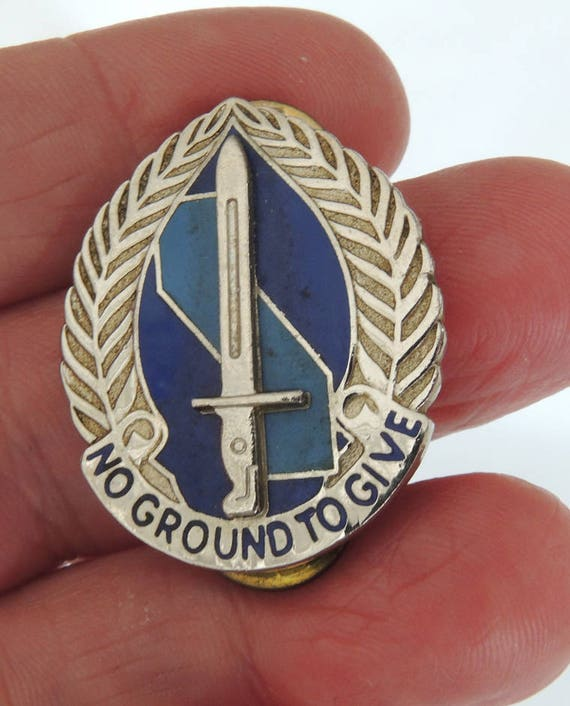 Vintage U S Military Insignia Pin Army 193rd Infantry Brigade.. NO GROUND To GIVE