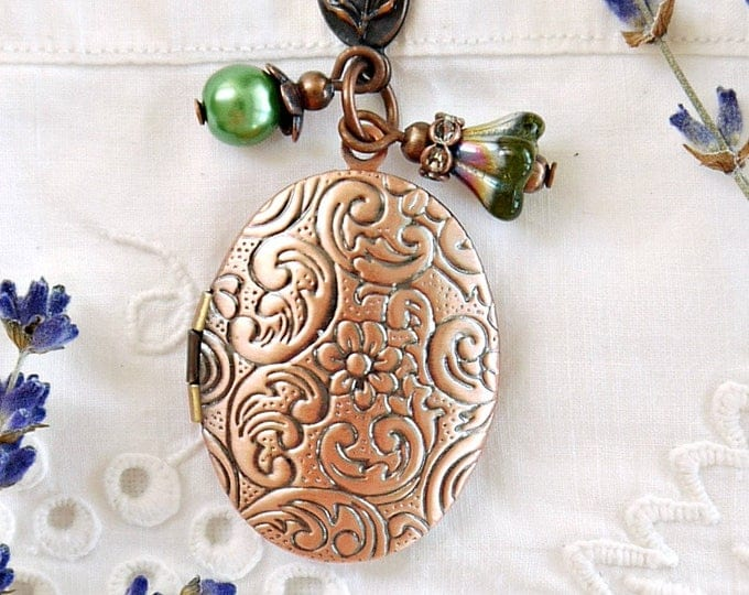 antique copper oval photo locket with green glass dangles, flower scroll brass foto locket, victorian style locket with green glass charms