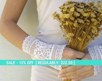 SUMMER SALE bridal lace gloves fingerless gloves, ivory gloves, wedding gloves, short lace gloves, free shipping