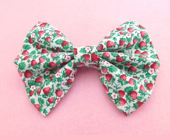 5in Hairbow {summer strawberries}