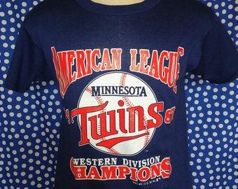 1987 Minnesota Twins t-shirt, soft & thin, fits like a medium