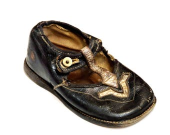 Black Leather Childs Shoe, Old Single Vintage Rough Worn Prim Toddler Girls Mary Jane T-Strap Orphan Shoe,Photo Prop Upcycle  itsyourcountry