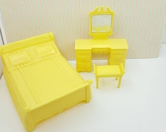 Marx Marxie Mansion Yellow  Bedroom  Fits 3/4 Renwal soft  Plastic Bed Vanity and Stool