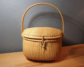 Reserved for lhouchin3 until Aug. 4th ****Nantucket Style Basket with Lid