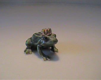 Vintage miniature Hagen Renaker prince frog with crown