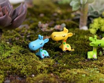 3 pcs giraffe Terrarium Garden Miniature doll house miniature cake topper