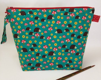 Medium Wide-Mouth Wedge Bag with Organizer Pockets - Hedgie Mushrooms