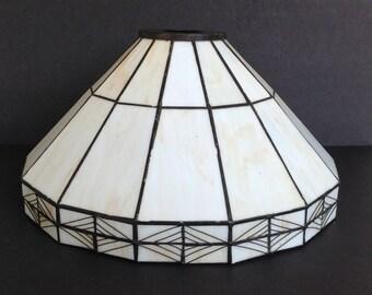 Beautiful Stain Glass Tiffany Style Lamp Shade / Globe