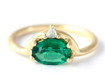 ON SALE Emerald Engagement Ring with Trillion Diamond, One Carat Emerald Ring, Gold Emerald Ring, Oval Emerald Engagement Ring, Boho Engagem
