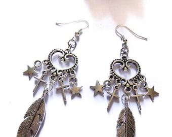 Boucles d'oreilles argentées coeur et plumes Bohème Indien Chic